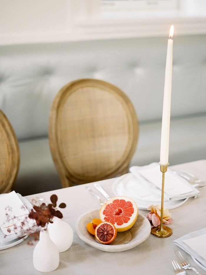 11-simple-reception-table-decor