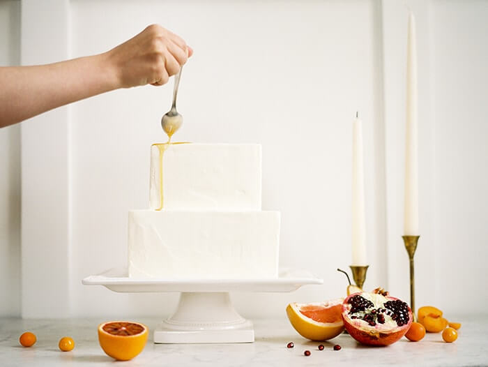 15-simple-white-wedding-cake-drizzle