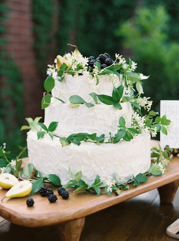 18-wedding-cake-icing-foliage