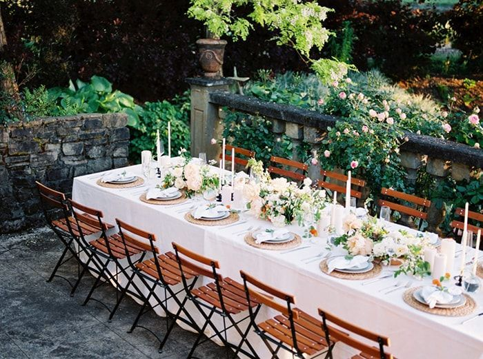 19-white-linen-table-wooden-chairs