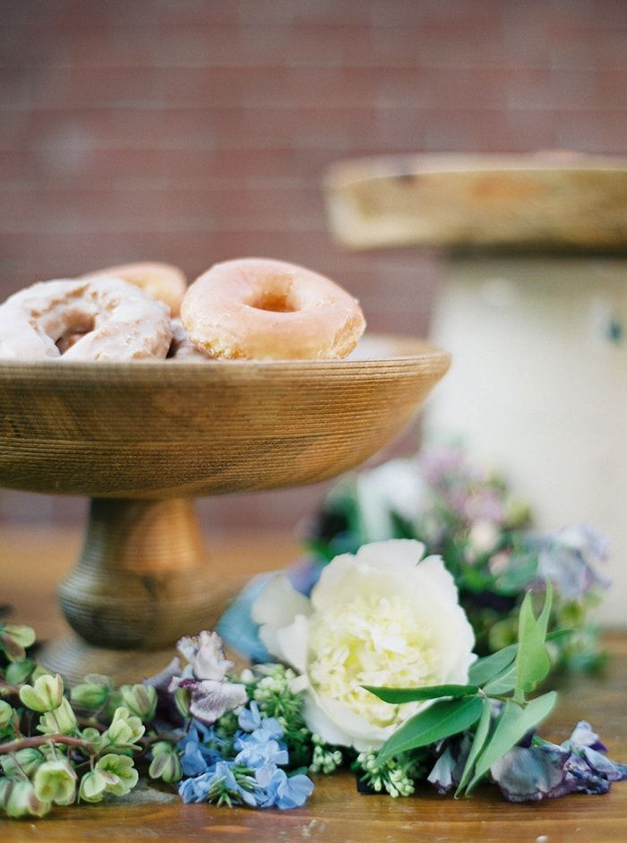 20-donuts-wedding-dessert-ideas