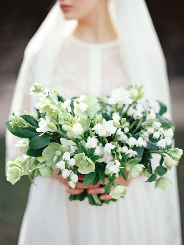 3-elegant-white-bouquet