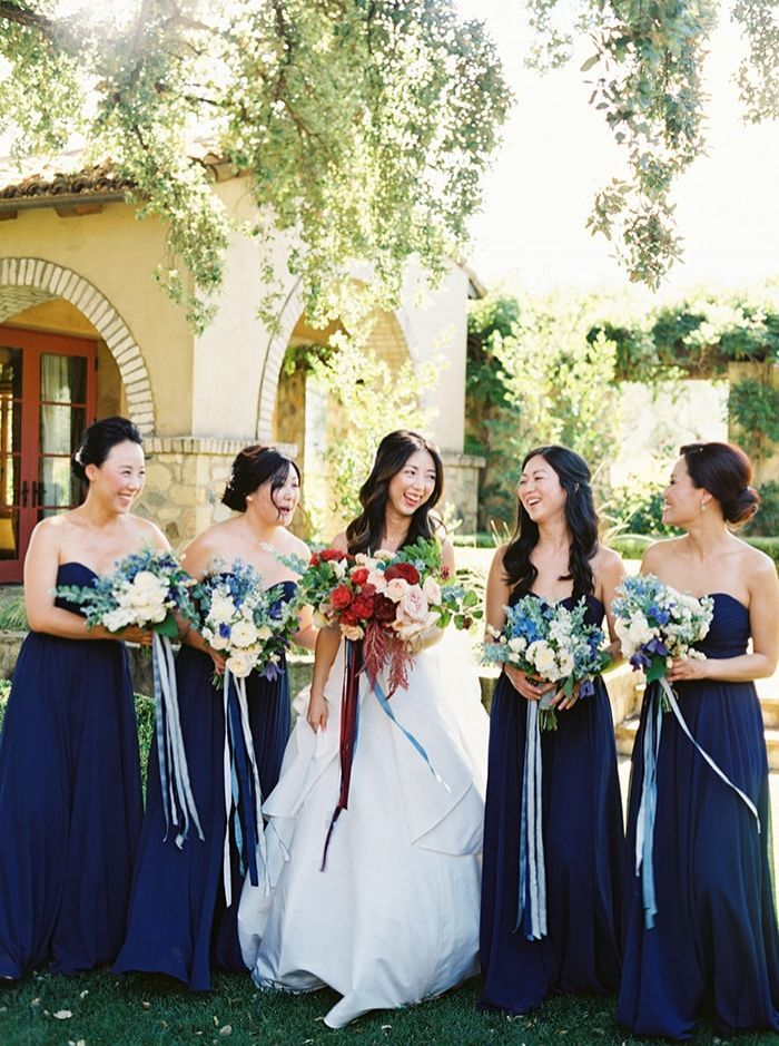 10-blue-dresses-ribbon-bouquets