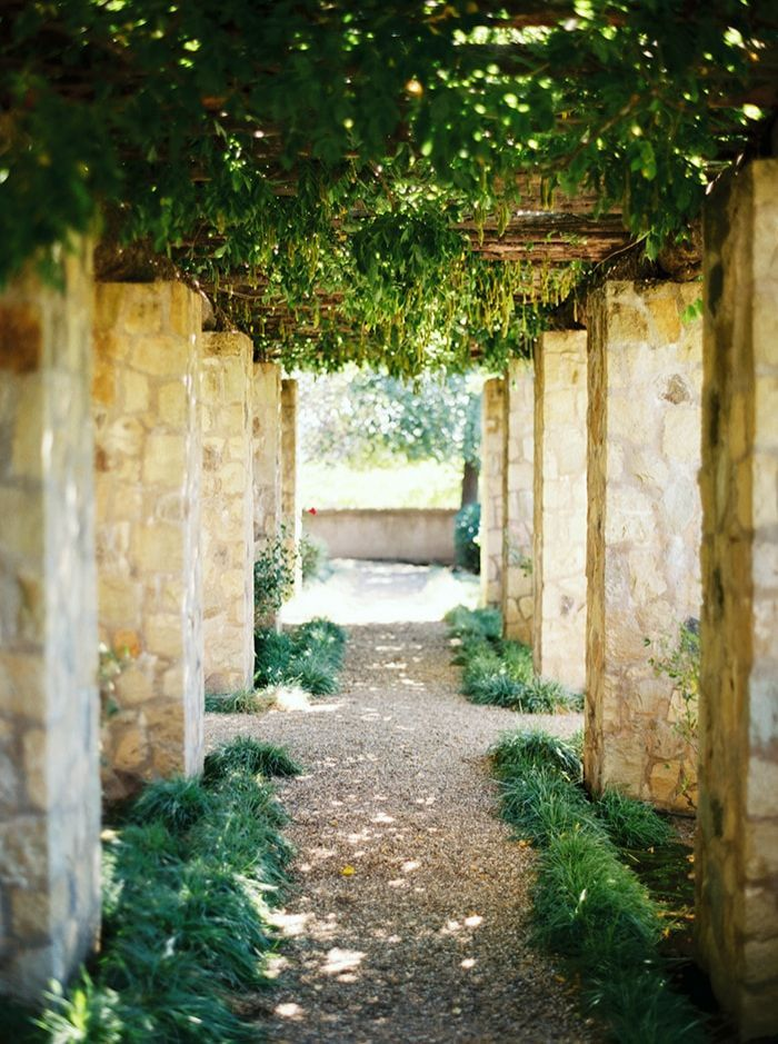 11-italian-style-wedding-venue-greenery
