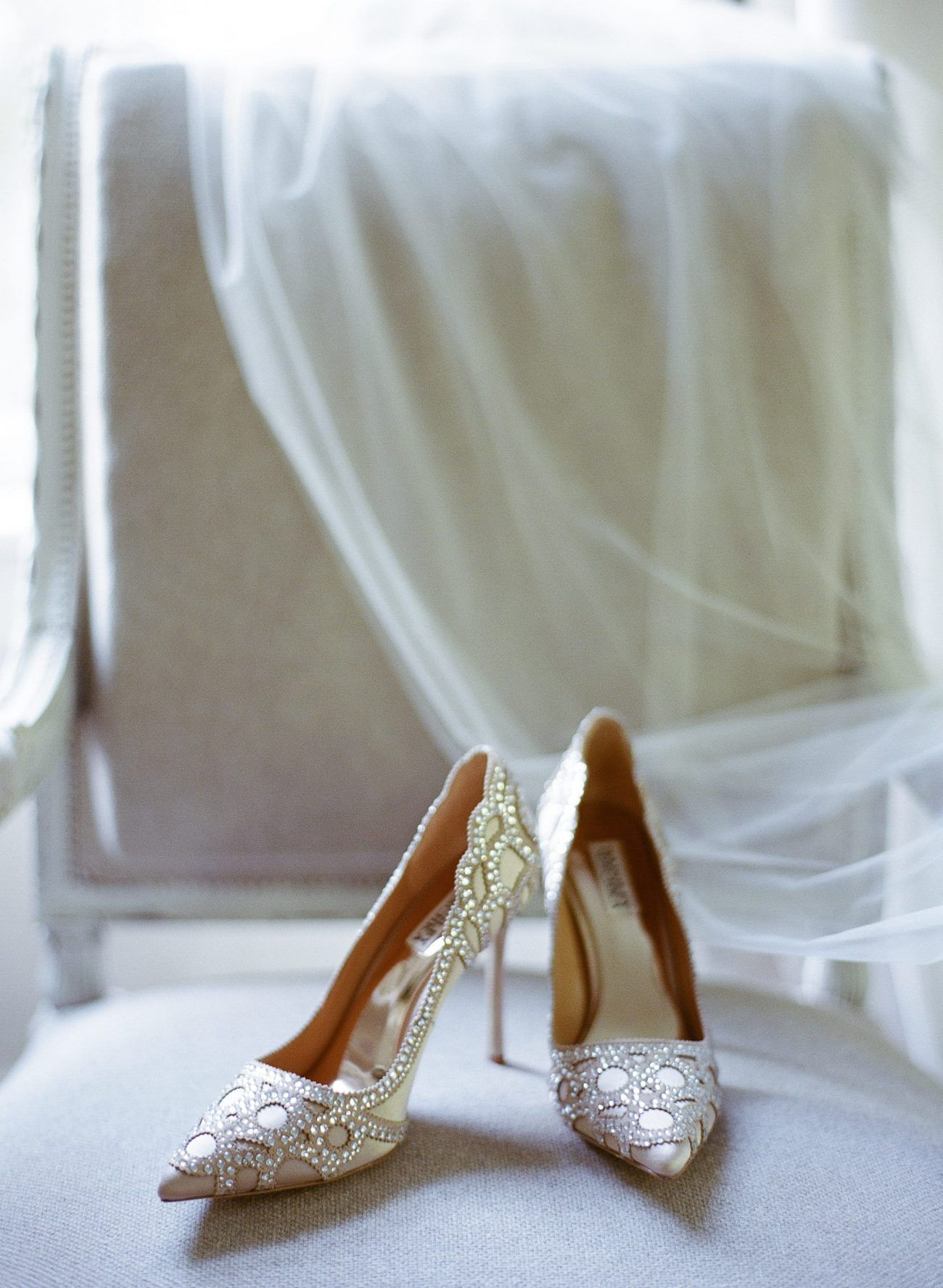 2-glamorous-bridal-wedding-shoes