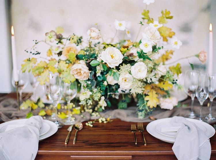 22-lush-bountiful-table-arrangement