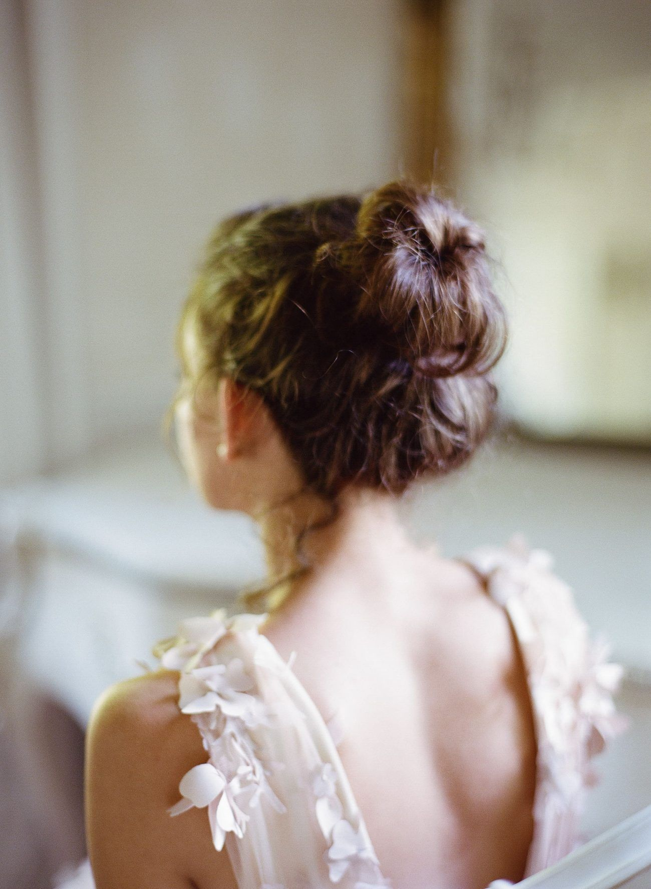 5-simple-loose-bun-bridal-hairstyle