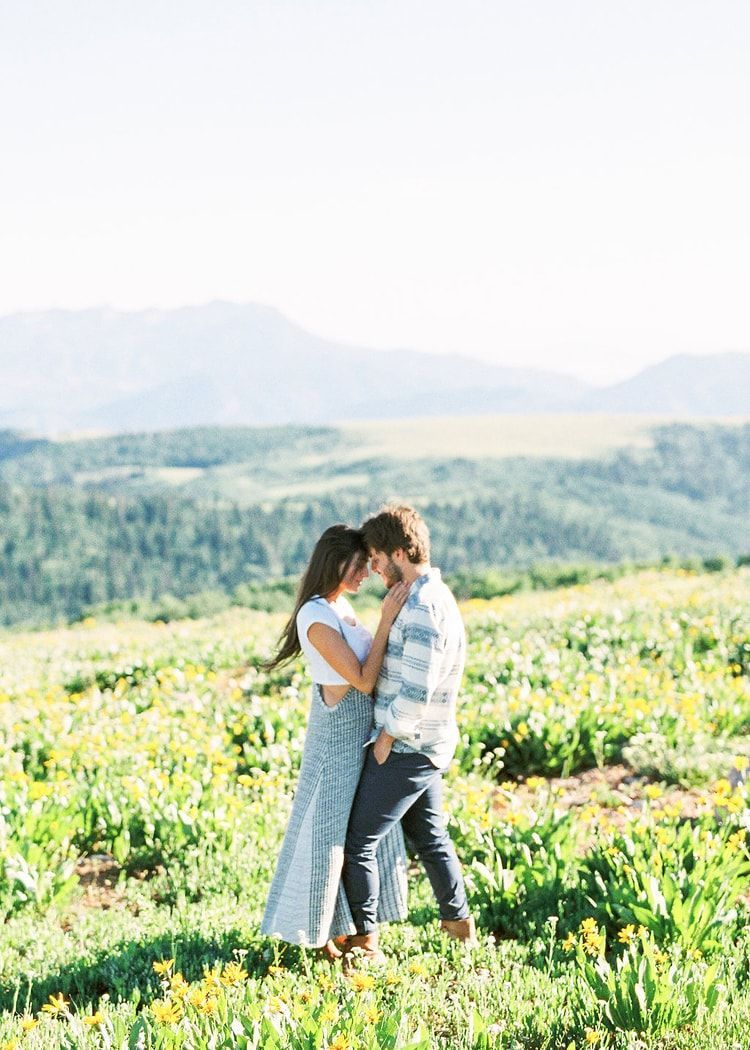 7-outdoor-mountainside-engagement