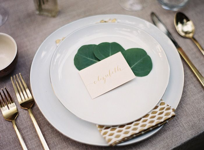 6-white-green-linen-wedding-decor
