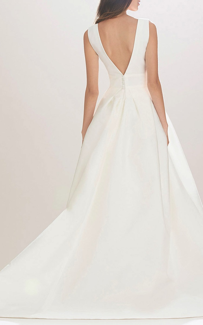 Our Top Used Wedding Dresses For The Minimalist Bride