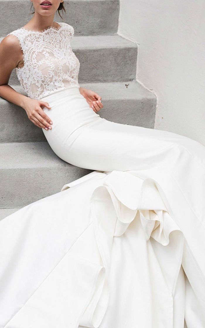 10 Must-See Romantic Lace Wedding Dresses