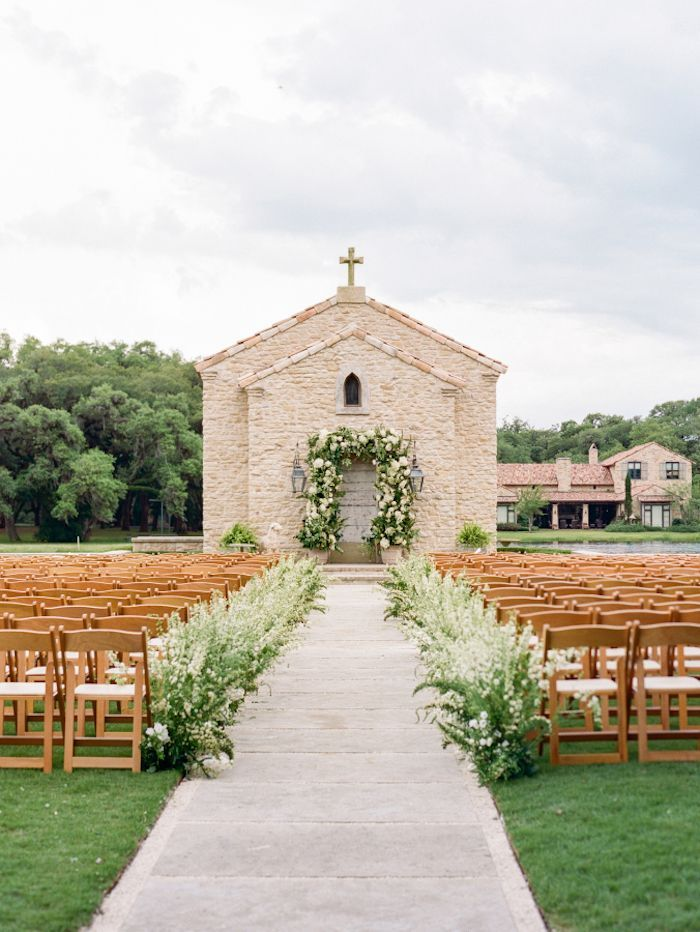 A Rainy Day Wedding in Texas with Garden-Inspired Florals