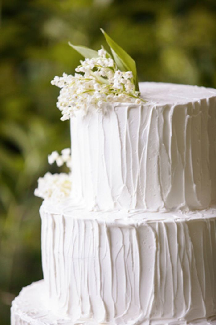lily-of-the-valley-wedding-cake