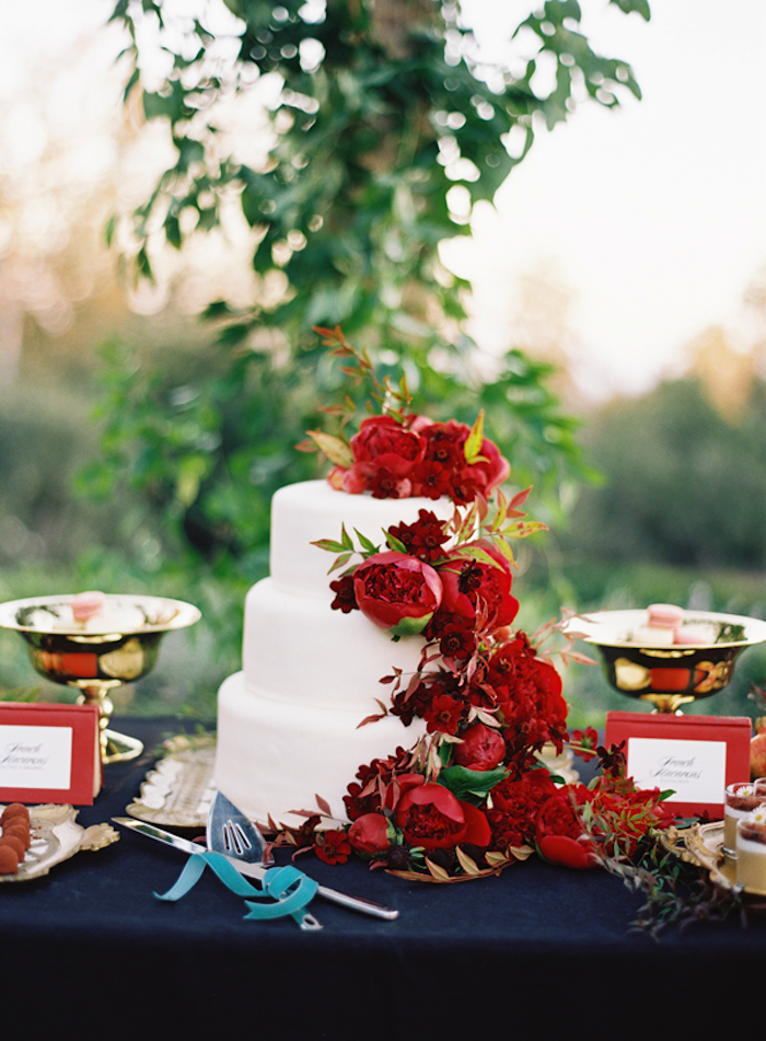 red-floral-wedding-cake