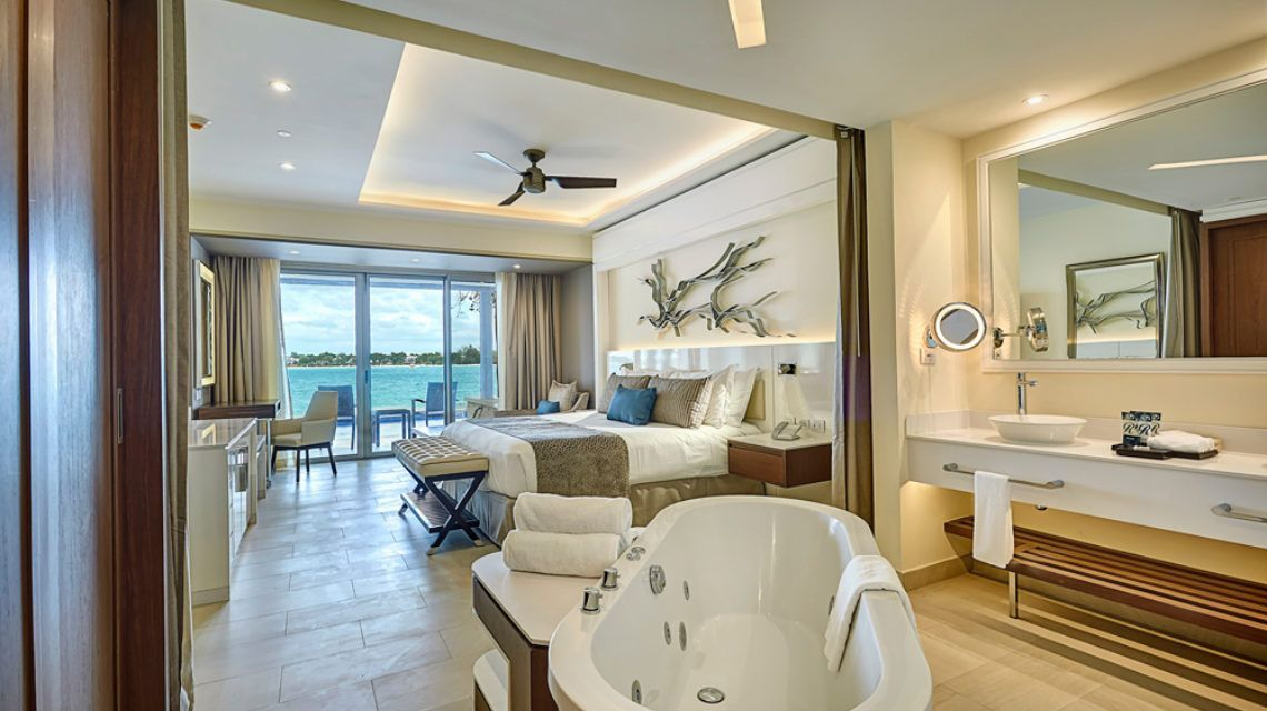 Luxury_Junior_Suite_Swimout_Negril_001