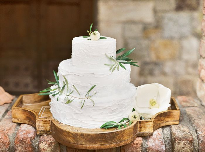 003@OutliveCreative_Destination_Wedding_Tuscan_Castle_Cake