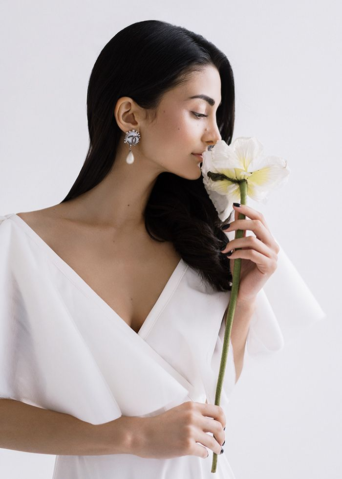 Be Stunning In Your Minimalist Wedding Dress Choice