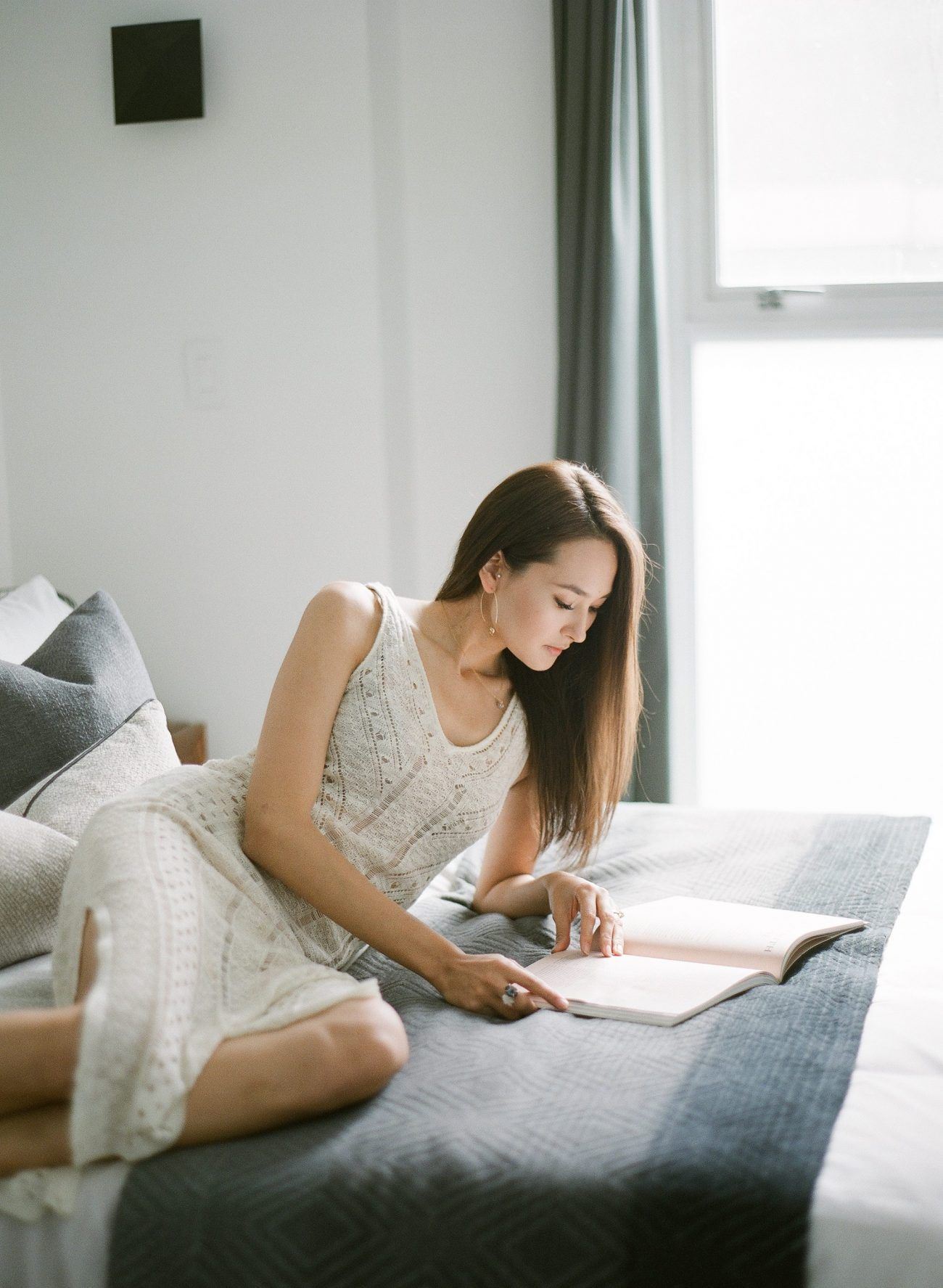 Jenny-Liu-Photography-Intimate At-Home-Couple-Session-8