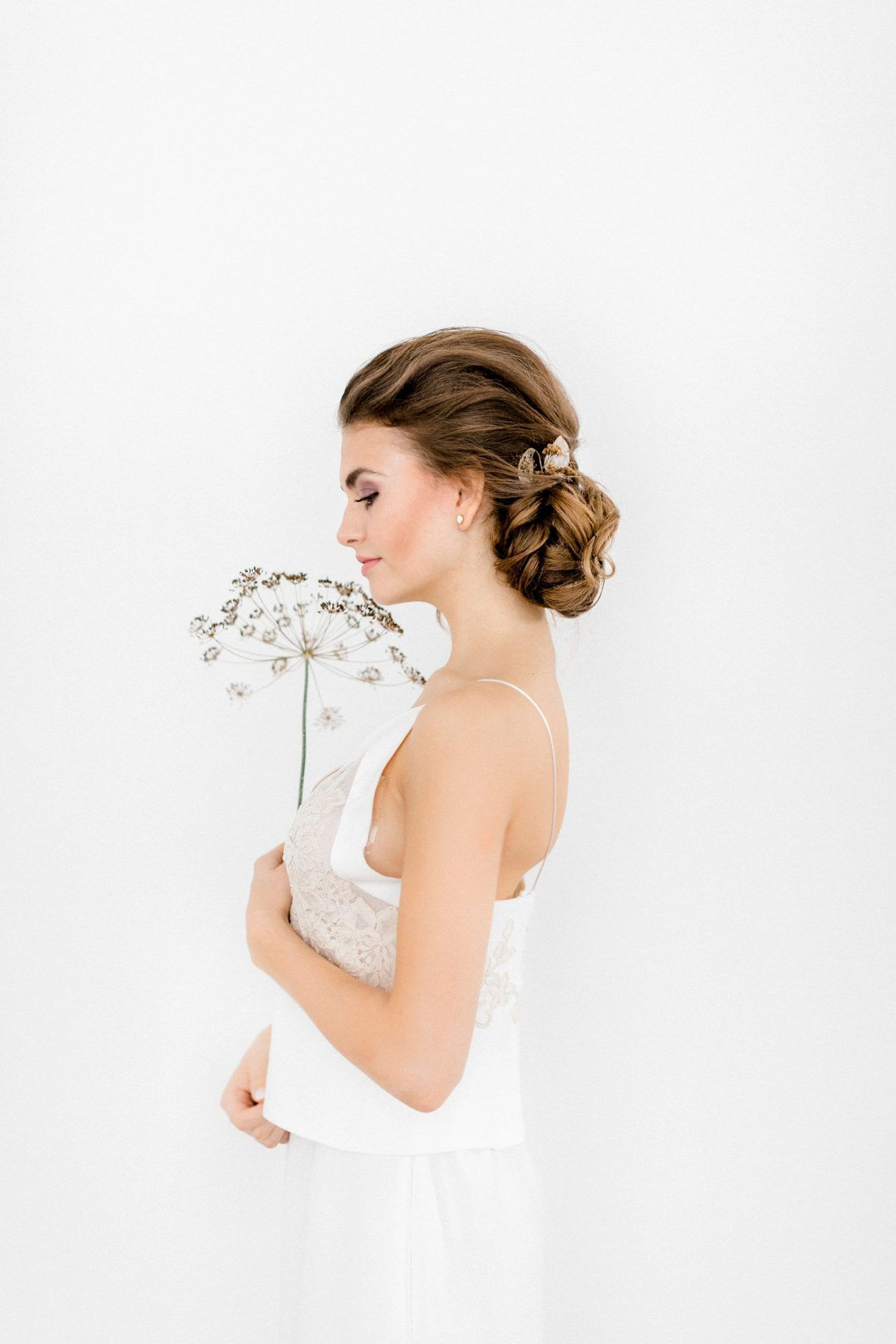Neutral and Gold Winter Wedding Inspiration Featuring Dried Floral Accents and Minimalist Style