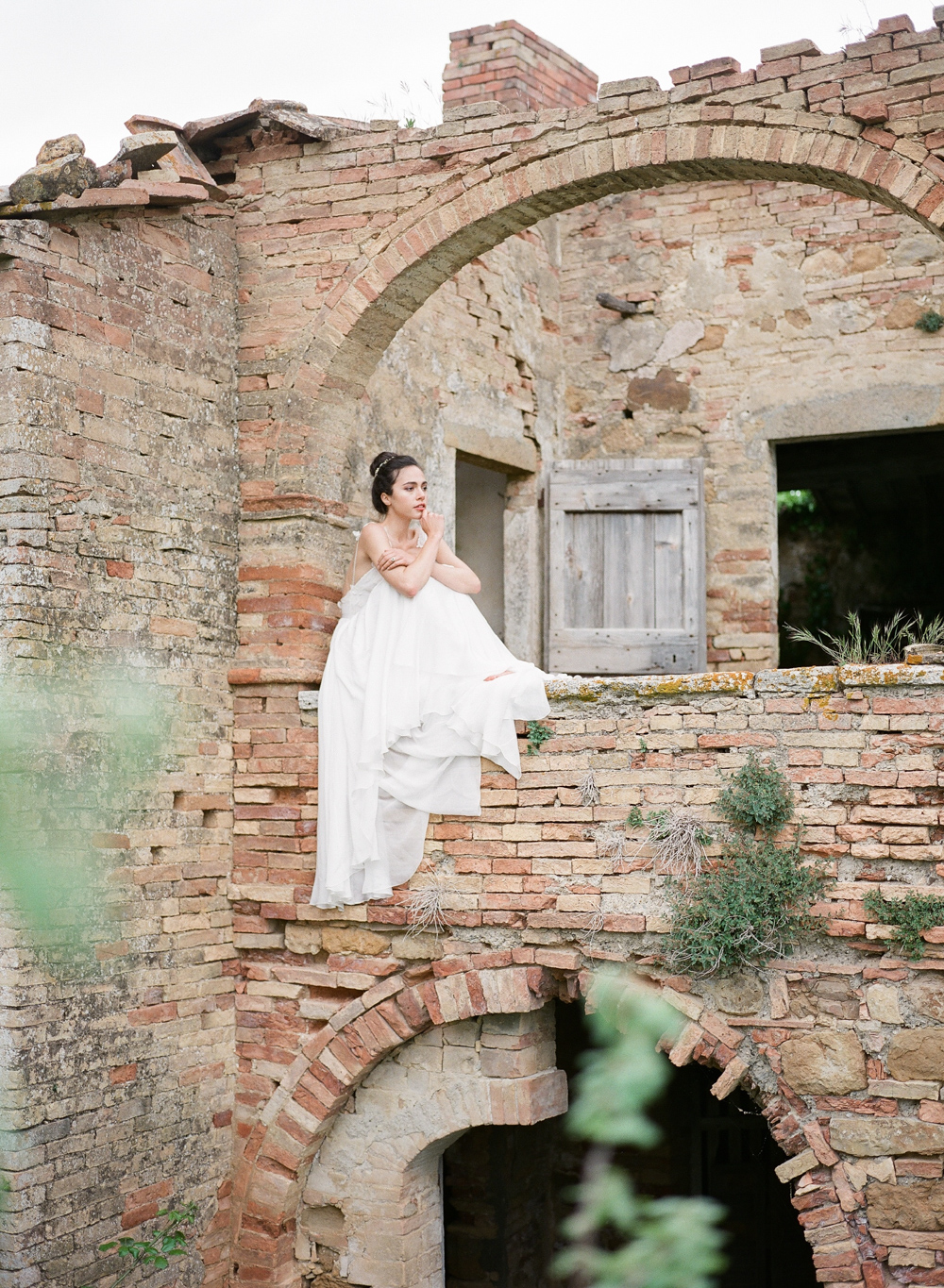 Romance Abound Under the Glow of the Tuscan Sun in This Elegant Bridal Shoot