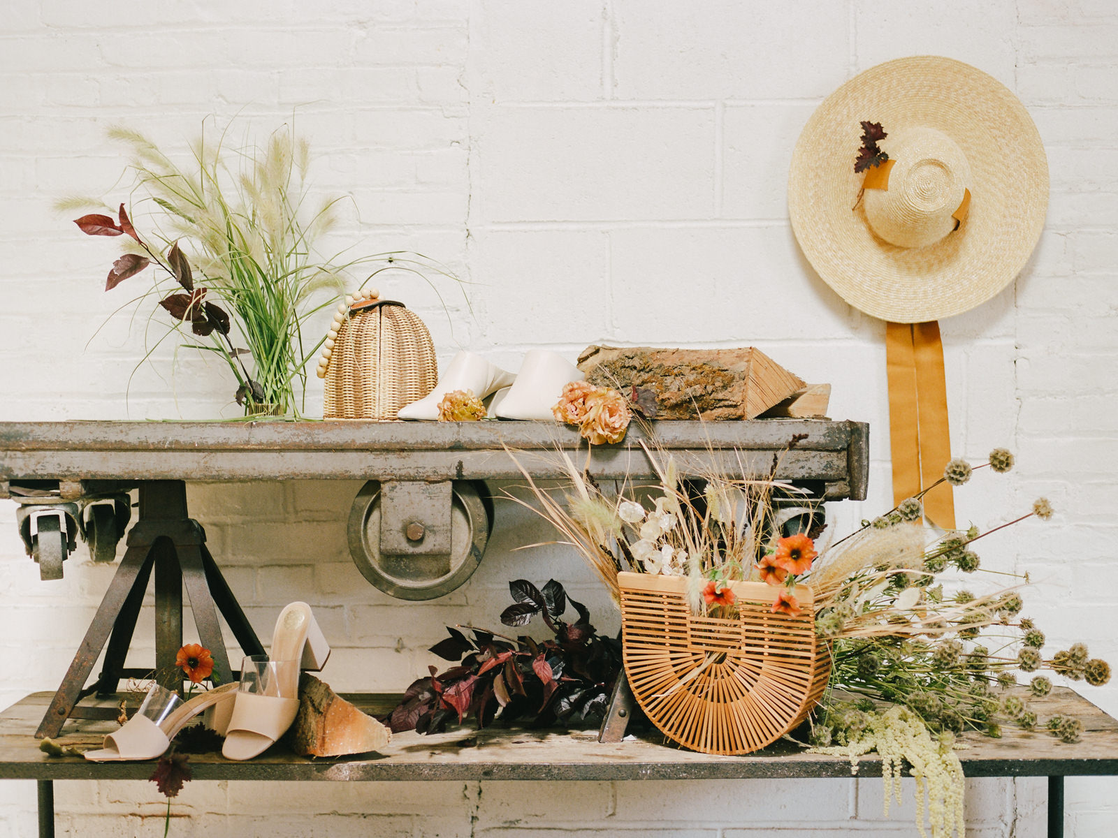 Imperfect Perfection: An Autumn Wedding Theme With Delicate Lace Wedding Dresses